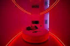 emma_scolari_eyes_room_red_motel