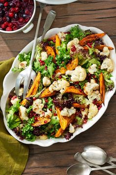 Add a pop of color to this sweet potato and cauliflower salad with the help of the season's trusty pomegranate seeds. Get the recipe for Sweet Potato-and-Cauliflower Salad Christmas Salad Recipes, Easter Dinner Recipes, Delicious Dinner Recipes, Christmas Side Dishes, Thanksgiving Side Dishes, Thanksgiving Recipes, Vegetarian Recipes, Cooking Recipes, Healthy Recipes