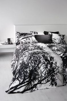 Love this silhouette bedding. Does it come in lilac-grey? Periwinkle? No? Sad.
