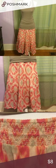 Watercolor rose and taupe skirt So dainty and graceful, this Old Navy 3/4 length summer skirt will quickly become a wardrobe staple. No flaws, Old Navy Skirts