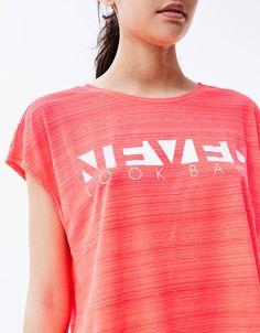 Bershka España - Camiseta sport creppe 'Never'