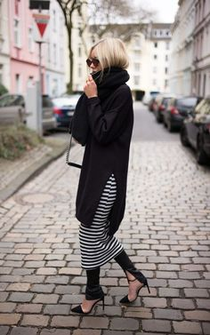 Casual Outfits With Leggings For Every Occasion: While there is a school of thought that believes that fashion is a demanding master or mistress with not How To Wear Jeans, How To Wear Leggings, Dress Over Jeans, Black Dress Pants, Looks Style, Looks Cool, Modest Fashion, Fashion Outfits, Fashion Trends