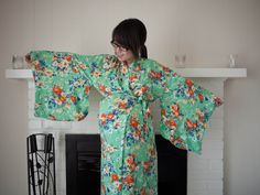 Diy kimono - for labor gown, shorten length, shorten sleeves, use light fabric, add snap tape down back and at shoulders. Add small ties just below bust amd belly.