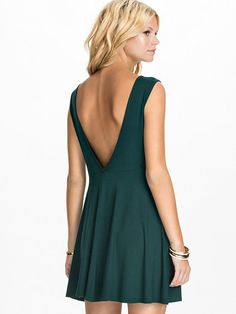 V Back Drop Arm Skater Dress - Club L Essentials - Dark Green - Sukienki Wieczorowe - Odziez - Kobieta - Nelly.com