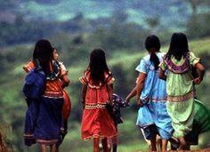 Nuestros colores, vestidos hechos a mano por nuestras indígenas. Costa Rica