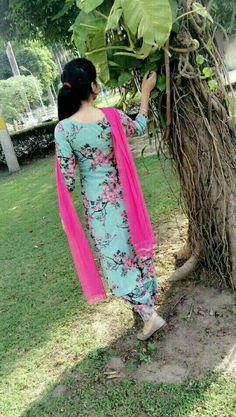 Best Trendy Outfits Part 12 Designer Punjabi Suits Patiala, Women Salwar Suit, Punjabi Suits Designer Boutique, Indian Designer Suits, Punjabi Boutique, Salwar Suit Neck Designs, Neck Designs For Suits, Kurta Designs Women, Punjabi Girls