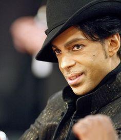 プリンスさん死去、57歳=「伝説的歌手」、グラミー7回受賞-米:時事ドットコム