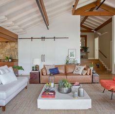 70 ambientes com tapete de sisal que combinam o rústico com o moderno – Tua Casa Living Room Designs, Patio, Architecture, Outdoor Decor, Furniture, Terracota, Home Decor, Nova, Decoration