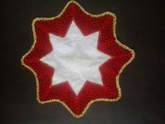 centro lino ed uncinetto natalizio centro de lino y ganchillo para navidad Flag, Crochet, Art, Centre, Crocheting, Xmas, Art Background, Crochet Crop Top, Kunst