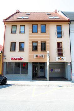 RIVUS Nájdete nás na 1. poschodí. Garage Doors, Outdoor Decor, Home Decor, Decoration Home, Room Decor, Home Interior Design, Carriage Doors, Home Decoration, Interior Design
