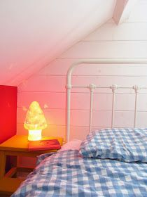 Kids room - Mushroom lamp - Gingham bedding and white iron bed