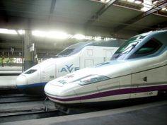 Alstom vs Talgo  Renfe AVE S100 vs Renfe AVE S102 en la madrileña Estación de Atocha - Ricardo Ricote Rodríguez  @ricote flickr.com Creative Commons License