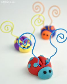 LOVE BUG Ladybugs Picture Holder DIY with Premo Clay | Club Chica Circle - where crafty is contagious