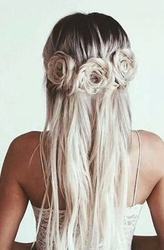 Wedding Hairstyles Such a stunning hairstyle for a trendy bride. - We scoured the web in search of the most stunning bridal hairdos. Check out this collection of 2017 trending wedding hairstyles! Pretty Hairstyles, Braided Hairstyles, Wedding Hairstyles, Blonde Hairstyles, Rose Hairstyle, Hairstyle Ideas, Flower Hairstyles, Hairstyles For Hats, Braid Hairstyles For Long Hair
