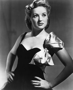 Old Hollywood Inspiration: Betty Grable Old Hollywood Glamour, Golden Age Of Hollywood, Vintage Hollywood, Hollywood Stars, Classic Hollywood, Vintage Glamour, Vintage Beauty, Pure Hollywood, Hollywood Party