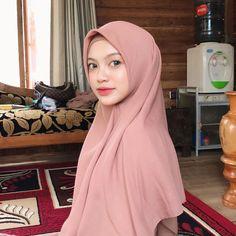 Beautiful Hijab, Instagram Repost, Amazing Women, Fashion, Moda, Fashion Styles, Fashion Illustrations, Fashion Models