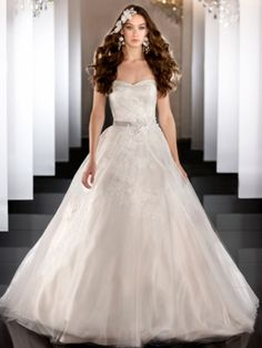 Strapless Tulle Sweetheart Lace Appliques Ball Gown Wedding Dress with Beaded Belt