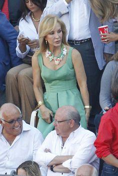Carmen Lomana  en Las Ventas. Ms. Lomana is baaaadddd...