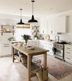 If you are looking for Modern Farmhouse Kitchen Decor Ideas, You come to the right place. Here are the Modern Farmhouse Kitchen Decor Ideas. Kitchen Inspirations, Home Decor Kitchen, Kitchen Style, Kitchen Interior, Kitchen Remodel, Farmhouse Kitchen Decor, Home Decor, Rustic Kitchen, Farmhouse Interior