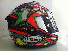 Racing Helmets Garage: Suomy Excel L.Capirossi Test Brno MotoGP 2012 by Starline Biker Gear, Racing Helmets, F1 Racing, Motorcycle Helmets, Drag Racing, Android Phone Wallpaper, Helmet Paint, Custom Helmets, Yamaha Motorcycles