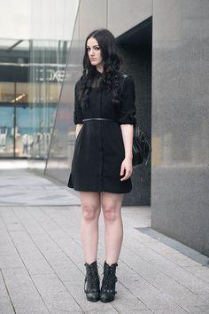 Dark fashion & all black everything street style outfits. Dark Fashion, Fashion Looks, Casual Goth, Topshop Boutique, Looks Dark, Estilo Grunge, All Black Outfit, Dress Black, Vogue
