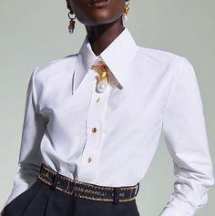 """Un año más la temática de """"mundo marino"""" sigue muy actual, incluyendo entre sus detalles favoritos piezas nacaradas. En joyas y bisutería todo cuenta: pendientes, anillos, pulseras y collares. Pero también como detalle decorativo en las prendas de vestir y accesorios. Muy de moda estarán combinaciones de perlas blancas y oro amarillo o bisutería en tonos dorados Fashion Accessories, Vest, Shirt Dress, Photo And Video, Instagram Posts, Mens Tops, Jackets, Shirts, Look Do Dia"""