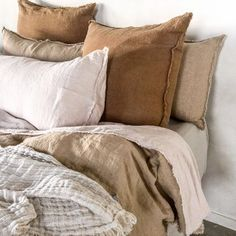 Luxurious European Linen Bedding & Linen Sheets What do you look forward to most on a Monday night? Cosy up in pure linen layers Bedroom Inspo, Bedroom Decor, Style Deco, Garden Deco, Design Your Home, Diy Bed, Bed Styling, Linen Bedding, Linen Sheets