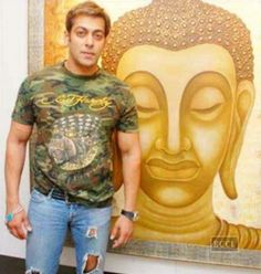 Bollywood superstar Salman Khan is not only a star but also an amazing painter. You all have seen Salman Khan doing action or comedy movies But today you are about to see a completely different side of his. The multi-talented celebrity is an artist too.