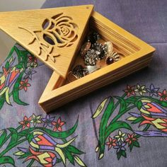 Mücevher kutusu Wooden Projects, Wood Crafts, Diy And Crafts, Jaali Design, Laser Cutter Projects, Laser Cut Wood, Scroll Saw, Wood Boxes, Ganesh