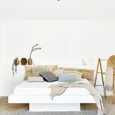 Colour: pure white -
