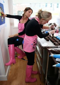 DC cupcakes Pink Hunters - I want those boots!!!