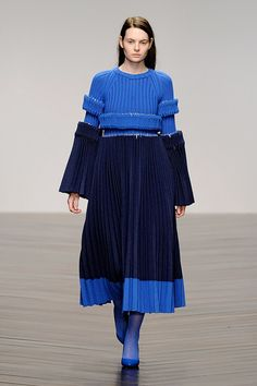 Pretty In Pleats: An Interview with MA Fashon Graduate Jaimee McKenna Knitwear Fashion, Knit Fashion, Boho Fashion, Fashion Show, Fashion Design, Fashion Trends, Style Couture, Couture Fashion, Mode Boho
