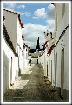 Ruelas brancas de tecto azul. Serpa Portugal