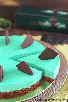 Torta fredda allo yogurt, menta e cioccolato: la Torta fredda After Eight ! Yogurt Recipes, Sweets Recipes, Cake Recipes, Snack Recipes, Mint Chocolate, Chocolate Recipes, Nutella Cake, Creative Cakes, Amazing Cakes