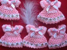 No pattern love the pink! Baby Afghan Crochet, Crochet Bunny, Crochet Home, Knit Crochet, Crochet Doll Clothes, Crochet Dolls, Pinterest Crochet, Baby Shower Souvenirs, Mini Vestidos