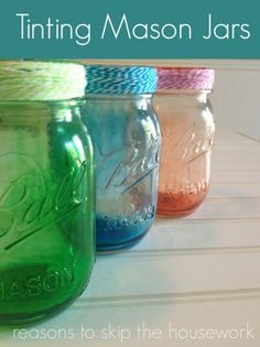 Check out these 130 easy DIY Mason Jar Crafts for Spring and Summer, and they will all make you think uniquely toward the old Mason jars! After a short tour of these DIY Mason jar crafts, you are just not going to end up the mason jars in dumpsters! Pot Mason, Mason Jar Gifts, Mason Jar Diy, Bottles And Jars, Glass Jars, Glass Containers, Storage Containers, Candle Jars, Candles
