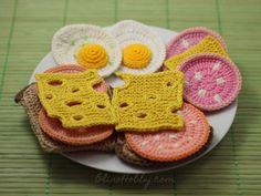 Мастер-класс по вязанию игрушечной еды: колбаса, хлеб, сыр, яичница