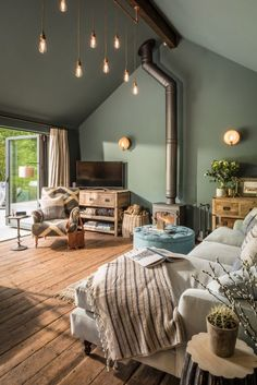 Dies Heiligtum Hampshire UK House of Turquoise interior interiordes This sanctuary Hampshire UK Hous House Of Turquoise, Living Room Turquoise, Bedroom Turquoise, Attic Bedroom Designs, Living Room Designs, Bedroom Ideas, Cozy Bedroom, Forest Bedroom, Wooden Bedroom