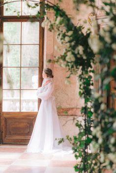 Light and airy bridal photo shooting in Schloss Neuwartenburg #destinationwedding #weddingphotographeraustria #schlossneuwartenburg #weddingaustria #bride #bridalportrait World Hair, Fine Art Wedding Photography, He's Beautiful, Groom, Glamour, Photoshoot, Bride, Wedding Dresses, Floral