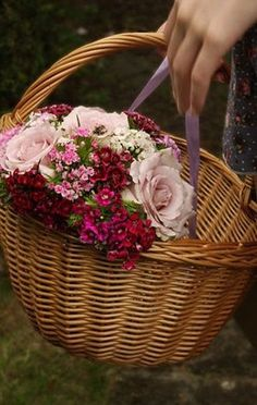 Ana Rosa bouquet in a basket My Flower, Flower Power, Beautiful Flowers, Rose Cottage, Floral Arrangements, Wicker, Proverbs 24, Bouquets, Rose Basket