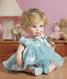 Franklin Mint- Princess Diana Porcelain Baby Doll B11ZU22 Oh dear gawd ... even at 6 months she had her signature hairstyle LOL!!!!