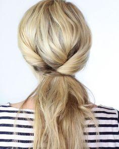 Peinado facil enrollado con coleta baja