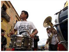 La banda en Calle Alcalá, Oaxaca.   Foto por Diego Loza Cárdenas, Noviembre 2014. //
