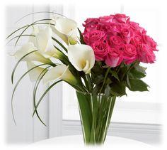 Bouquet de Calas de agua con rosas. Para más información y comprar ventas@aflora.com.ve