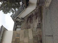 성벽으로 올라가는 길인듯 ... 올라가지 못하게 막아놨음. in 니조성.