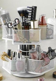 Se preferir improvisar na hora de guardar as maquiagens, dá para fazer isso com organizadores para escritório - Ademilar