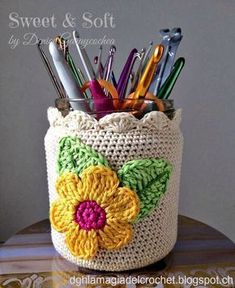 The most beautiful Crochet basket and straw models Crochet Cozy, Love Crochet, Crochet Gifts, Beautiful Crochet, Diy Crochet, Crochet Flowers, Crochet Hooks, Crochet Baskets, Crochet Jar Covers