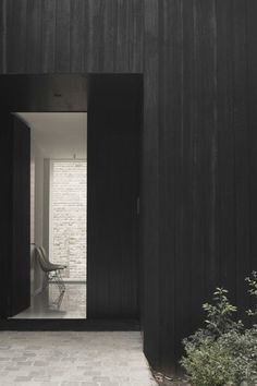 Black wood exterior by Daskal-Laperre Black Architecture, Residential Architecture, Architecture Details, Interior Architecture, Exterior Design, Interior And Exterior, Espace Design, External Cladding, Modern Farmhouse Exterior