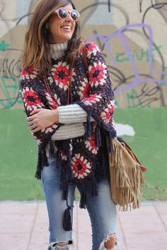27 enero, 2016 I love this poncho I bought on Ibiza Trendy shop on Crochet Cross, Crochet Granny, Crochet Shawl, Knit Crochet, Crochet Designs, Crochet Patterns, Knitted Cape, Poncho Shawl, Crochet Jacket