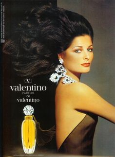 Gorgeous raven-haired fashion model Cristina Ferrare for legendary Italian designer Valentino's Parfum de Valentino :-) Valentino Parfum, Valentino Couture, Valentino Garavani, Beauty Ad, Hair Beauty, Beauty Products, Anuncio Perfume, Cosmetics & Fragrance, Solid Perfume